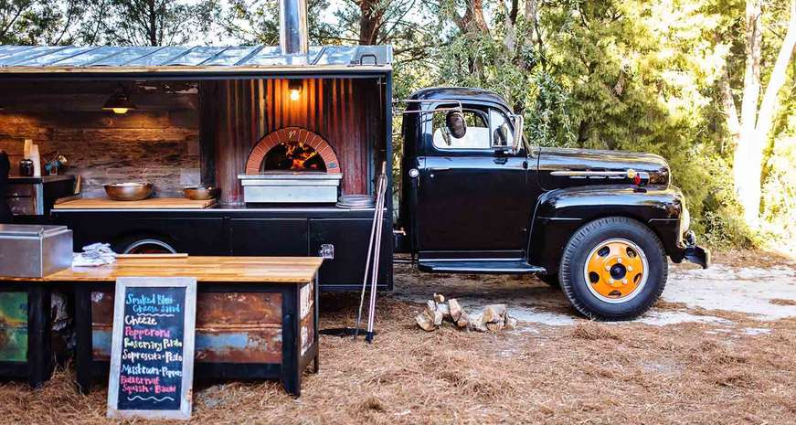 Southern Crust: A pizza party on a classic truck